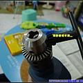 利用轉動齒環夾頭更換工具.jpg