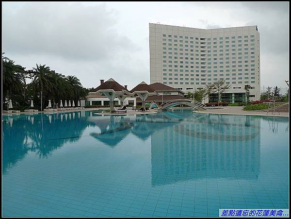 美侖飯店大游泳池.jpg