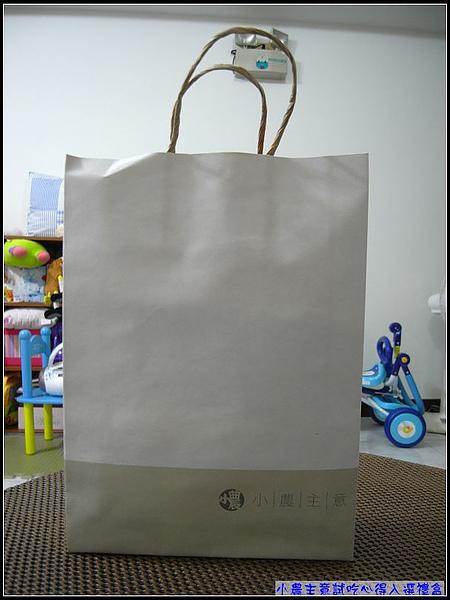 環保簡單清爽的紙袋包裝.jpg
