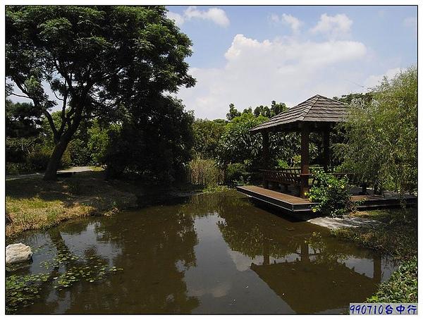 東籬農園-小池.涼亭.jpg