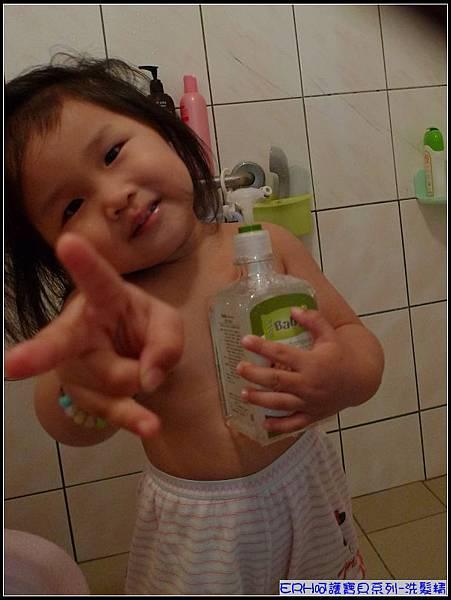 妞一天當中最愛的時刻-洗澡玩水.jpg