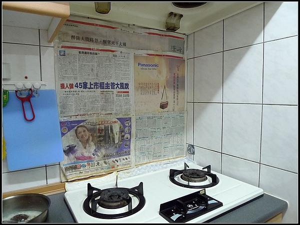 妞家廚房使用一年的油垢。.jpg