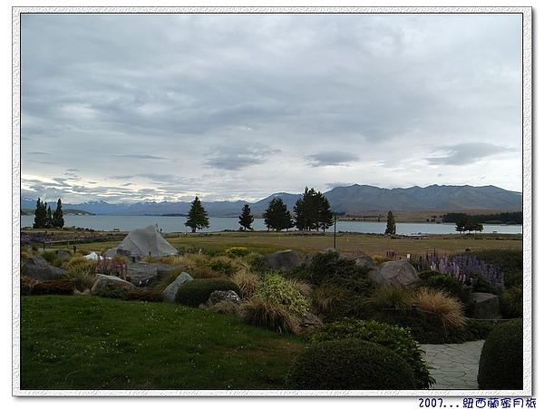 蒂卡波湖-不誇張躺在床上可以看到的景,讚啦!.jpg
