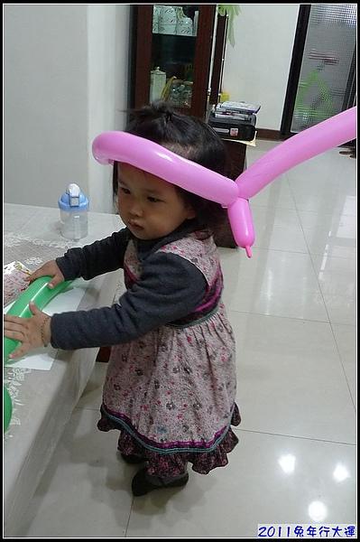 妞過年-看看妞的山寨小公主造型.jpg