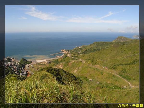 陽光照耀,山顯得翠綠,大海更藍,美景更讚!.jpg