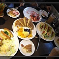 滿滿的一桌菜,金厚價.jpg