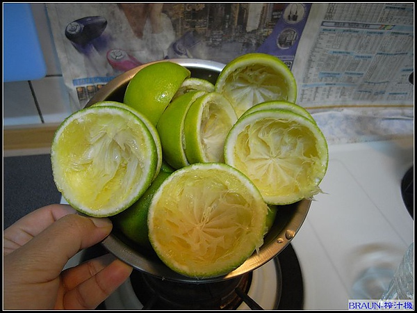 5 分鐘過去... 10 顆柳丁榨汁完成.jpg