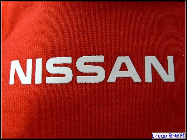 紅咚咚的制服...象徵股票一路長紅.jpg