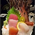 妞爸點的季節虮刺身-生魚片.jpg