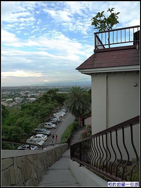 爬上這個階梯...宜蘭平原一覽無遣.jpg