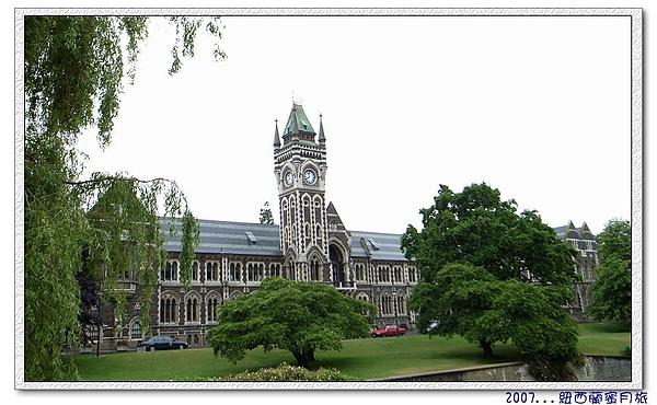 但尼丁-奧塔哥大學 (University of Otago)紐西蘭最古老的大學,哥德式建築,典雅而具英國風味。.jpg
