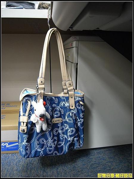 掛起包包真的實在太方便啦.JPG