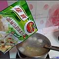 將蕃茄馬鈴薯口味濃湯加入玉米排骨湯內.jpg