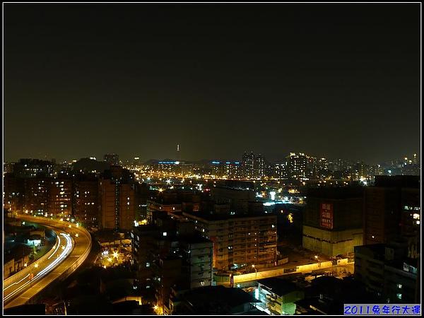 妞家頂樓美麗的夜景.jpg