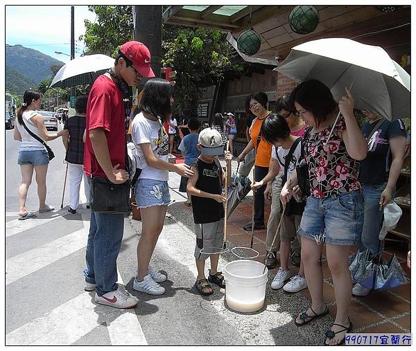 白米-門口的這桶子,引起大家的注意....jpg