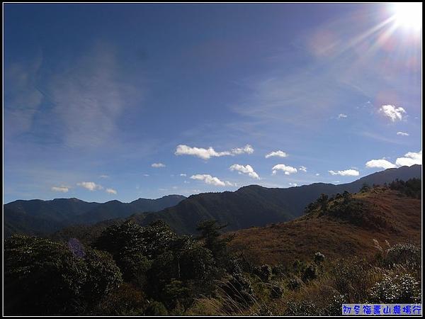 與陽光反差的山岳...水啦.jpg