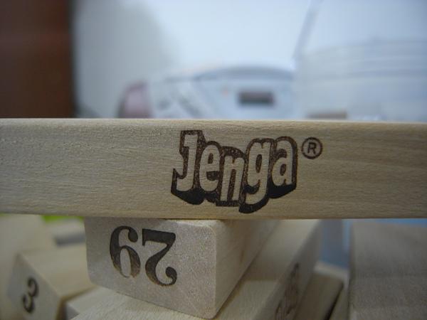 Jenga層層疊七張捷運站前買的唷.JPG
