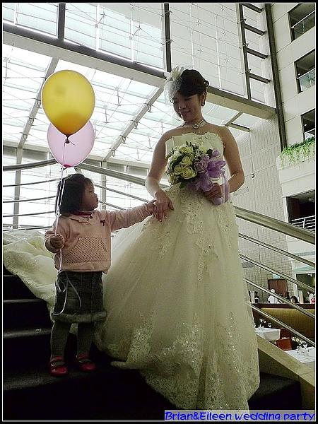 妞現在超愛新娘的.jpg