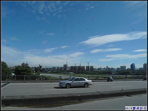0624公車上碧潭橋上一景-2.jpg