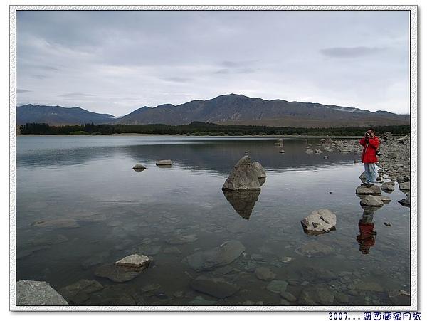 蒂卡波湖-乾淨見底.jpg