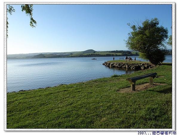 但尼丁-美麗的湖畔-2.jpg
