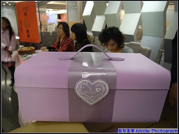 新娘紫色的喜餅禮盒.jpg