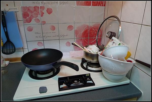 看看新鍋放在爐上將將好的賞心悅目.jpg