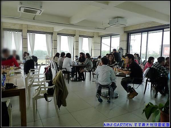 二樓寬敞的用餐空間.jpg