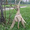漂流木創作-小型鹿像3背-凝視接近物(網頁).jpg