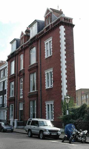A thin house .jpg