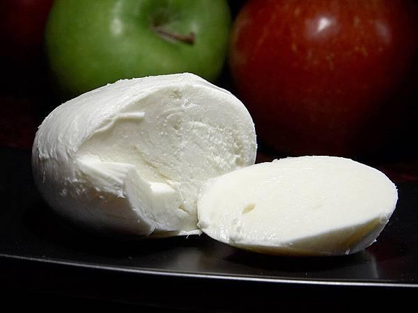 Mozzarella_cheese.jpg