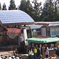 上面有太陽能板哩