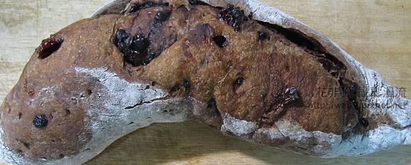 剛出爐的巧克力洛神花麵包