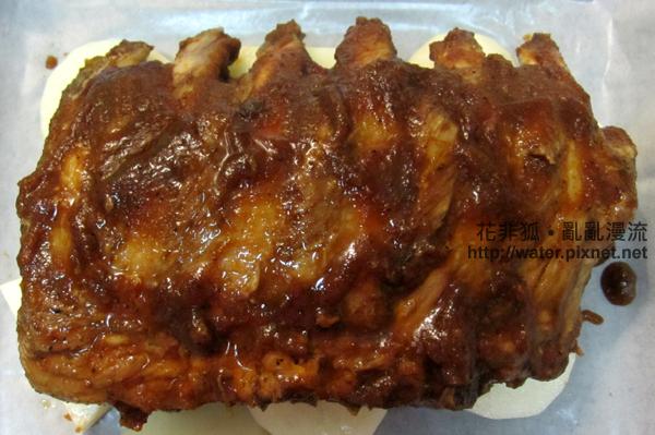 塗好醃料的烤豬肋排