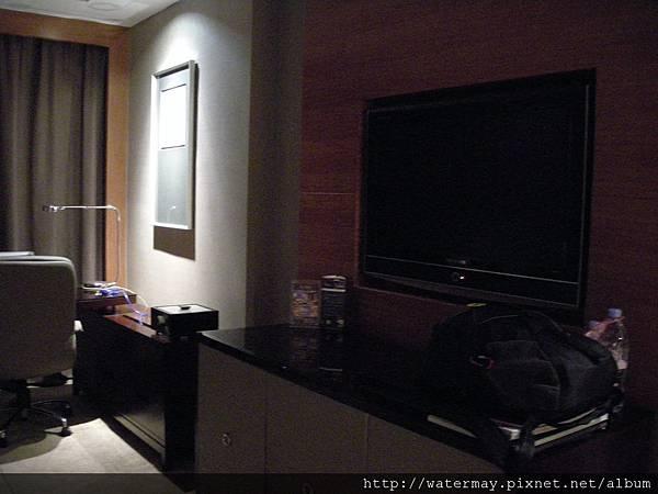 住了五天四夜飯店裡房間的大電視