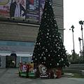 夢時代附近的聖誕樹