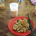 第一天午餐--炒粿條 好吃唷!