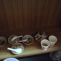 藏在講台下的食物......
