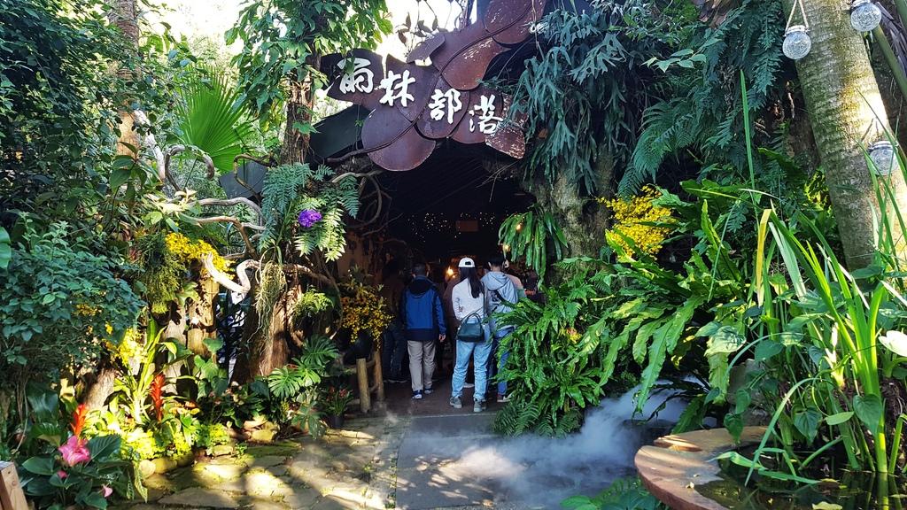 花露休閒農場_雨林部落餐廳_水月問路1.jpg