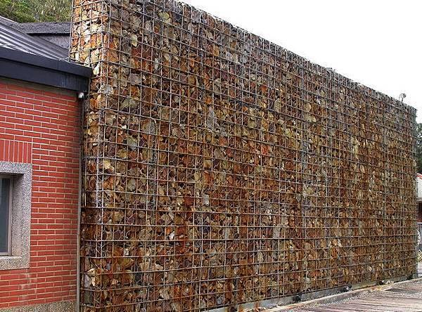 黃金博物園區特別的礦石牆面