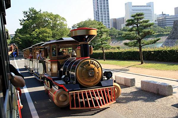 IMG_0117_大阪城內的小火車_resize.JPG