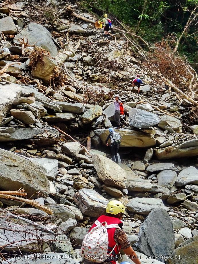 35 人物 澳花瀑布 大崩壁 回程 魚貫越險阻2