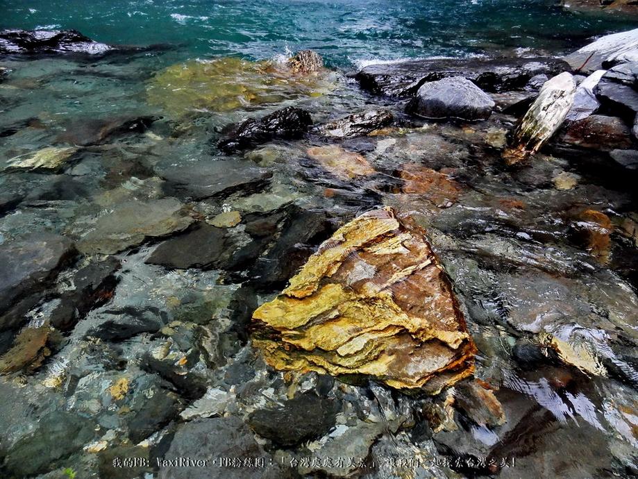 38 景點 澳花瀑布 寫真 深潭邊的石頭