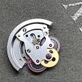 (37) ROLEX 組裝 自動輪系蓋板 軸心上油.JPG