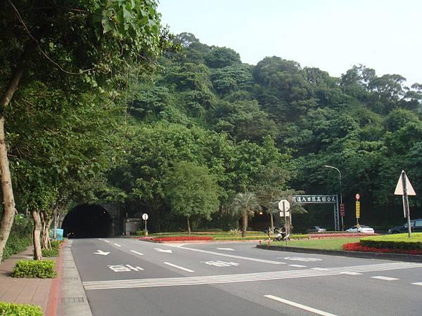 Xin_Hai_Tunnel_(West).jpeg