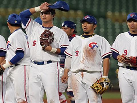 20121108 中華隊最後以7比3擊敗中華職棒聯軍,熱身賽拿下4勝(圖/中華職棒聯盟提供)