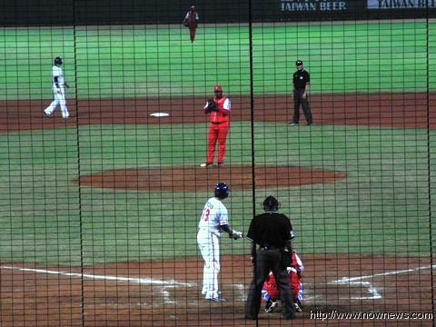20121110 中古對抗賽,中華隊先馳得點(圖/記者李玟)
