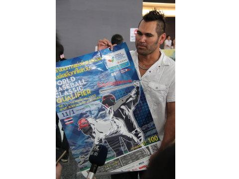 20121113 Johnny Damon抵台參加經典賽。(圖/中華棒協提供)