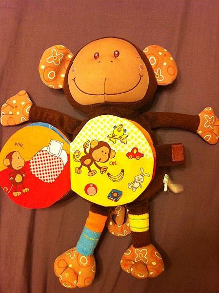 猴子玩偶布書第 三頁