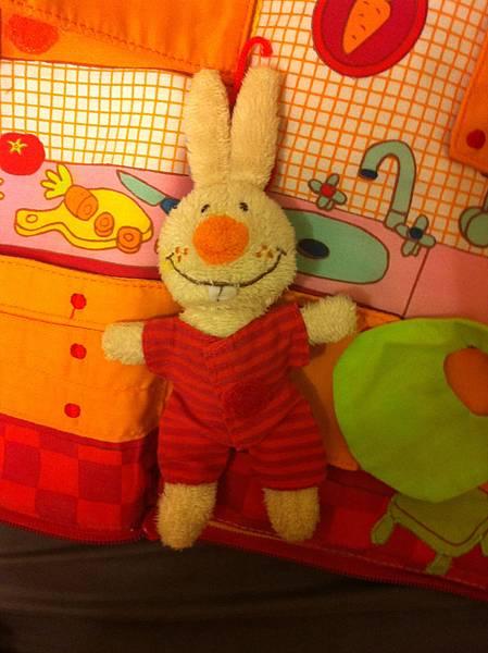 小兔布書小兔穿衣服